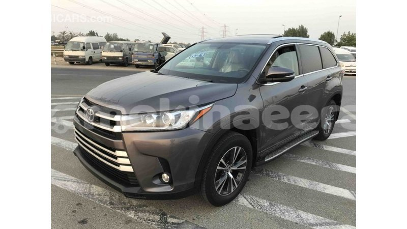Big with watermark toyota highlander anseba import dubai 1033