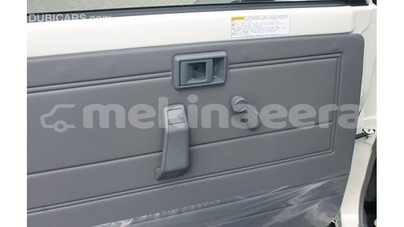 Big with watermark toyota land cruiser anseba import dubai 2987